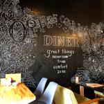 オレンジカウンティダイナー - ポスカでフリーハンドで描いたデザイン、素敵!