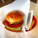 オレンジカウンティダイナー - アボカドソースが美味しいハンバーガー