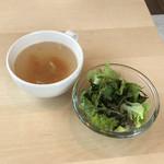 ハドル ハドル - ランチのスープとサラダ