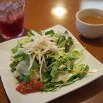太陽のカフェ - ランチのたっぷりサラダ、スープ、ドリンク
