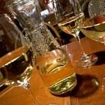 マーケットレストランAGIO - ワインはカラフェで。 ちょっと高め設定です。