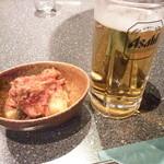和牛肉処 よしや - キムチにビール