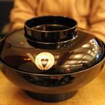 寿々家 - バカでかい丼で出てきた海鮮丼 1,500円。<2011_12>