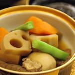 寿々家 - 刺し盛り定食の煮物。<2011_12>