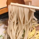 美ら花 - モチッとした食感の麺