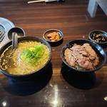 109702436 - 冷麺と半焼肉丼