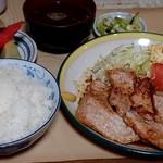 喜八 - 料理写真:しょうが焼き定食(1000円)  あと小鉢も2品付きますたよ。