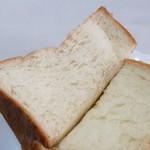 109705718 - ふんわりもっちもち~ 耳がいい意味で食パンくさいよ!
