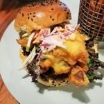 109712157 - 蟹の旨味が詰まったソフトシェルクラブと、爽やかな林檎のコールスロー、ピリ辛シラチャーマヨソースが合う!