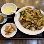 109714219 - 豚角煮丼セット