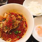 らぁ麺やまぐち 辣式 - プチライス付き麻婆まぜそば(900), 温泉玉子(100)