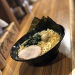 横浜家系ラーメン 池袋商店 -