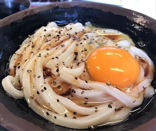 手打十段 うどんバカ一代 - 釜バター 小 出汁醤油をかけて完成(^^♪
