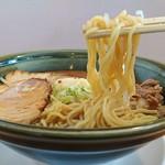 109734240 - 麺リフト                       麺は中太麺のスタンダードなタイプ