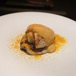 エクアトゥール - スミイカ、原木椎茸、卵黄とニンニクソース