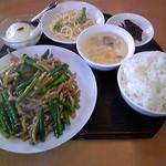 台湾料理 來來飯店 - ニンニクの芽と細切り豚肉炒め680円