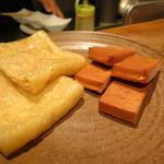 円らく 高田馬場荘 - タラコの油揚げと一口チーズの燻製