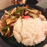 MOMO curry - 野菜チキン(ごはん少なめ) ¥1200 半熟卵トッピング(+¥100)