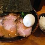 横浜家系ラーメン ぶっちぎり家 - 料理写真:
