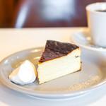 ナッティーズ カフ - バスクチーズケーキ