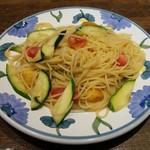TRATTORIA BUBU -  アンチョビとズッキーニとトマトのスパゲッティ