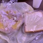 ベーカーシェフ - 料理写真:青森りんごカスタードと試食の食パン
