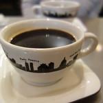 ザ ネイキッド - +150円で注文したソフトドリンクは、大きめのカップに入ったホットコーヒーです。