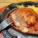 ステーキハウスB&M - ハンバーグ!肉汁溢れて肉質はしっかり!