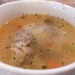 109747009 - ◆Eランチギリシャ風ハンバーグ 〜スズカキア〜 1,000円のコンソメスープ