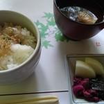 高雄 錦水亭 - ご飯、香の物、赤出汁