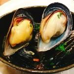 ビストロ アギャット - カナダ産ムール貝の白ワイン蒸し