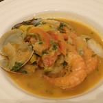 マヌエル・カーザ・デ・ファド - 海の幸のカタプラーナ(魚介たっぷりスープ)取分け後