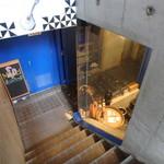 マヌエル・カーザ・デ・ファド - 地下お店への階段