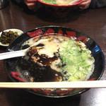 TAIZO - 料理写真:看板メニューの『こってり黒ラーメン』600円。にんにくなどの香味野菜を焦がした自家製マー油入り。