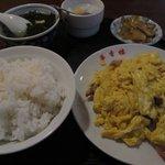 華香楼 - Bランチ チャシューとたまご炒め ¥700-
