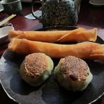 五穀五菜酒家 陸風 - 春巻きと韮饅頭