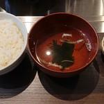 名古屋もつ焼き ひとすじ - ごはん、スープ、キムチ