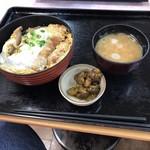 とんかつまい泉 - ノーマル カツ丼。880円。ヒレカツ丼 940円も、あります。