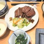 利久 - 牛タン定食(とろろ追加)
