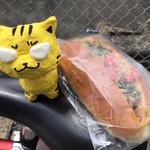 ベーカーショップホルン - 料理写真:焼きそばパン160円(税込)