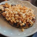 109783695 - 蕎麦の実をまとった焼きみそ。マイルドで風味良く、老若男女おやつや酒のアテに最高(^O^)芳ばしくツブツブ感よろし。