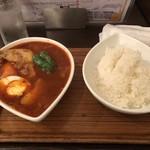 スープカレー屋 鴻 - 赤、チキン(骨有)、1倍