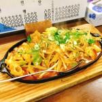 まん吉 - ホルモン焼き(650円)