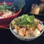 いのこ - えび味噌ラーメンとチャーシュー丼