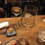 Kemuri - お洒落なワイングラスで日本酒を頂く