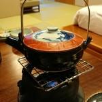 秀峰閣 湖月 - 【玉蜀黍の真丈と冬瓜の土瓶仕立て】       玉蜀黍=トウモロコシです。       この土瓶のお汁、玉蜀黍の風味が存分に活かされてすっごく美味しかったです(о´∀`о)