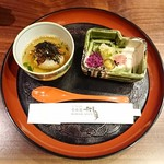 秀峰閣 湖月 - 【鰻雑炊:香の物】       この鰻雑炊めっっちゃ美味しかったです(*´ω`*)       量もちょうどいいの。       出汁の香りと海苔の香りが満腹でも食欲そそります。       ご飯は焼おにぎりでうっすら焦げ目あり。
