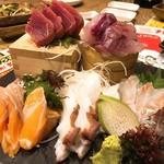 どさんこキッチンレトロなゴリラ - 鮮魚の刺身5点盛り