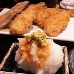 京ばし松輪 - 大根おろしとわさび、お醤油でいただきます。アジフライ定食