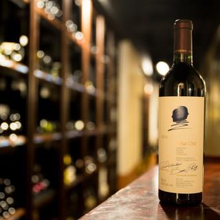 130種のワインをコースと共にお楽しみください。